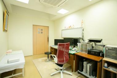 三重県四日市市の胃腸科,内科,肛門科,アレルギー科 たけしま胃腸科内科の診察室